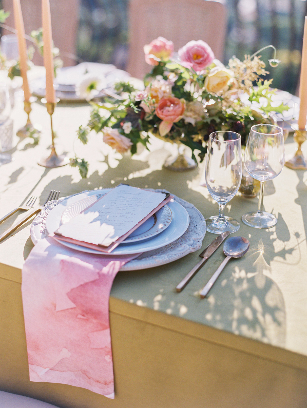 elegant wedding place setting with pink painted napkin