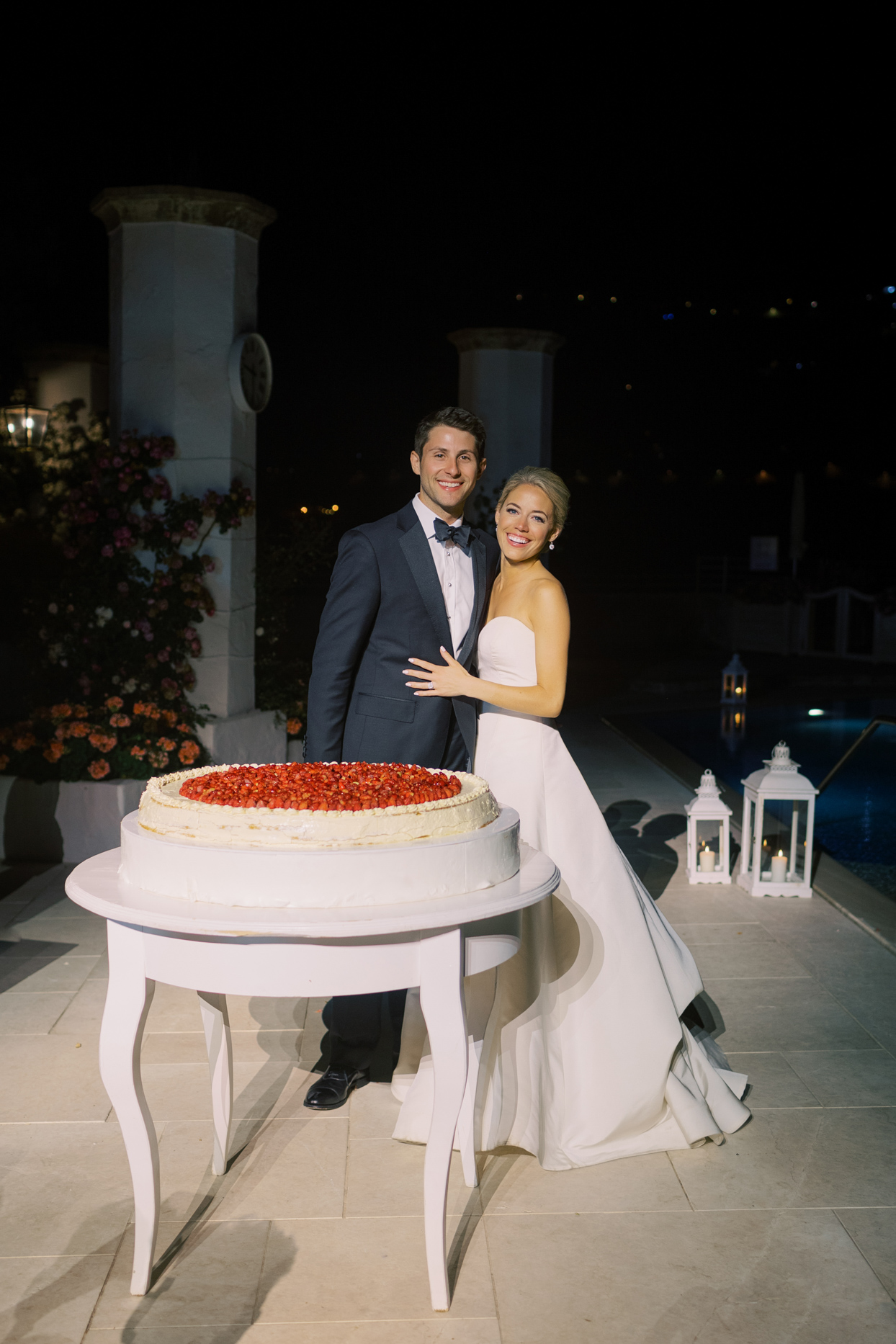 bride and groom with large thin wedding cake