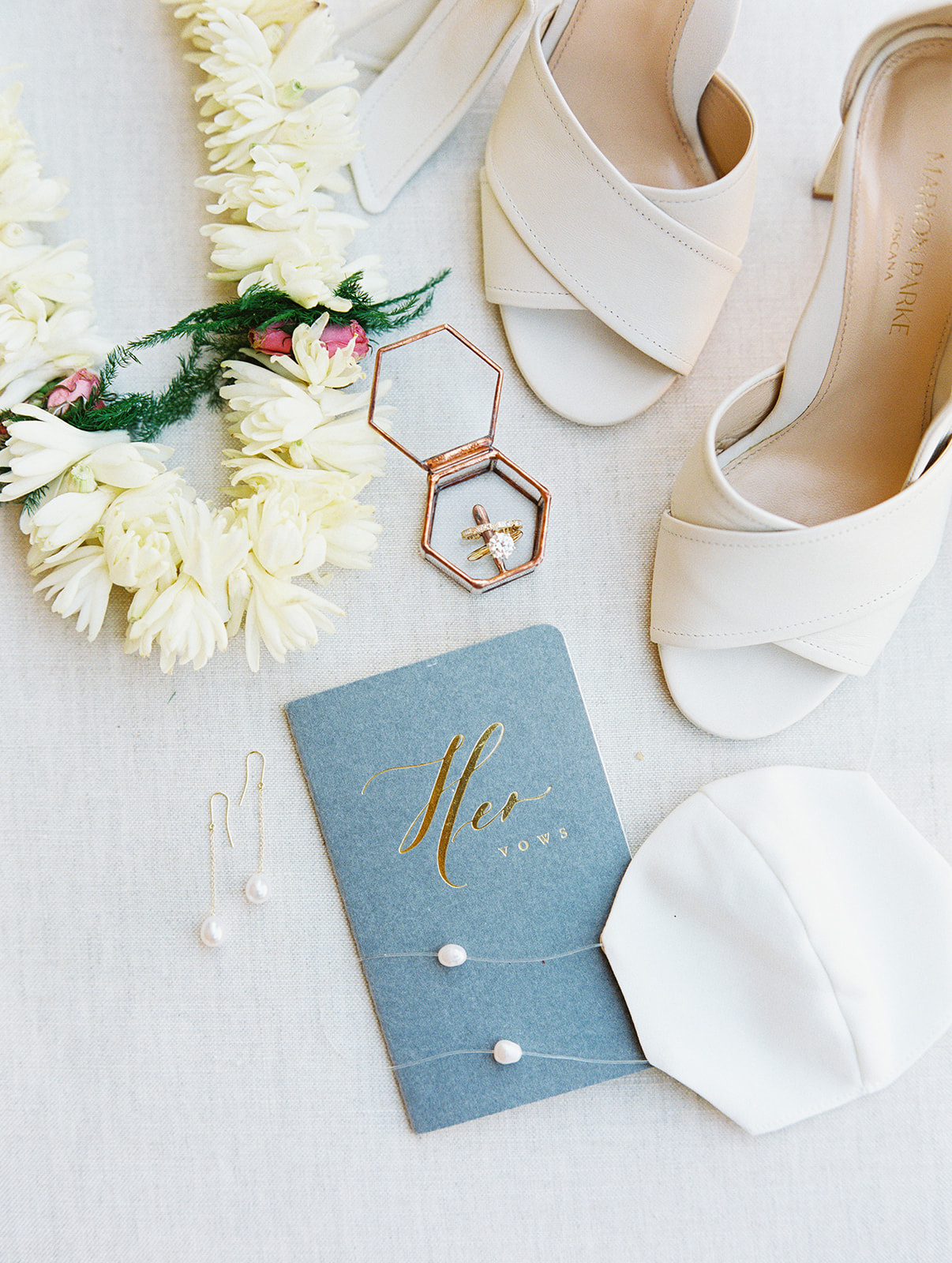 bride's pearl wedding accessories
