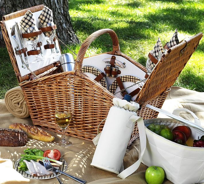"""Pottery Barn """"Winslow"""" Woven Willow Picnic Basket"""