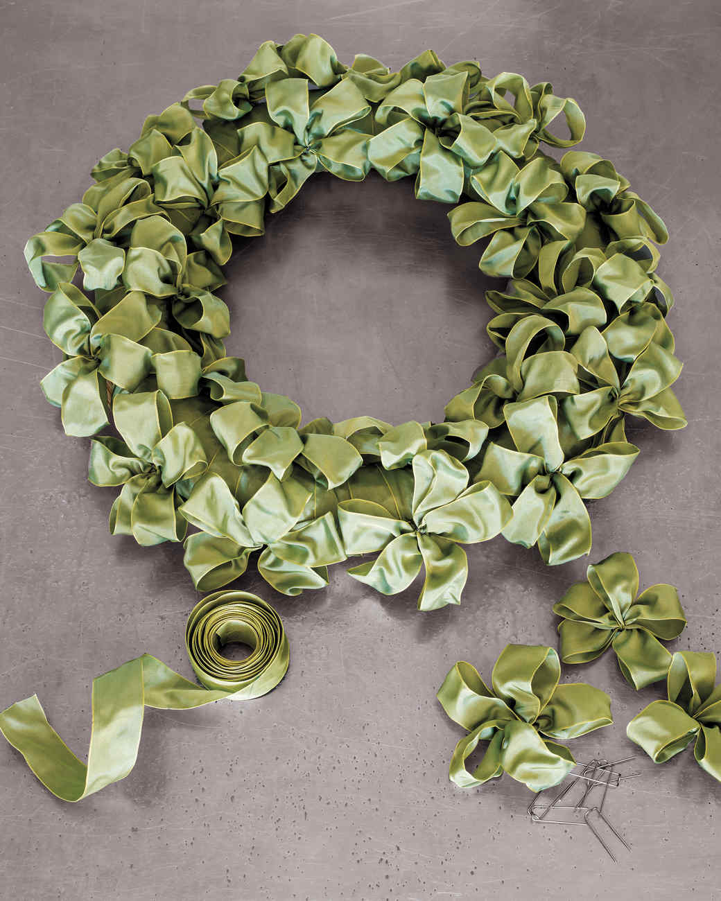 ribbon-wreath-20897-md110592_vert