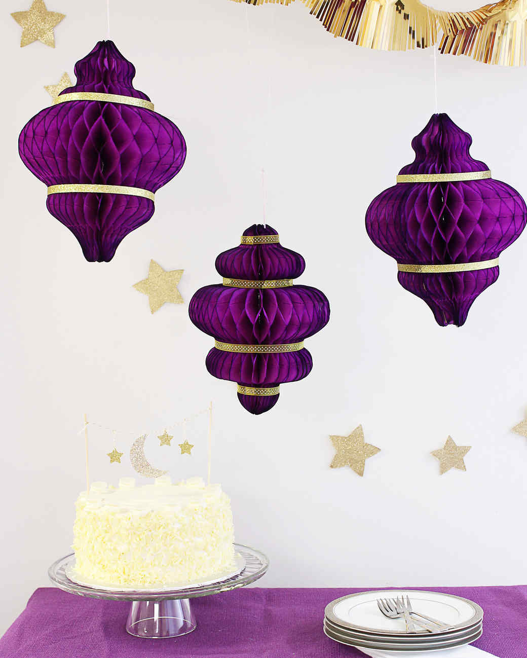 Eid al-Fitr cake and paper lanterns