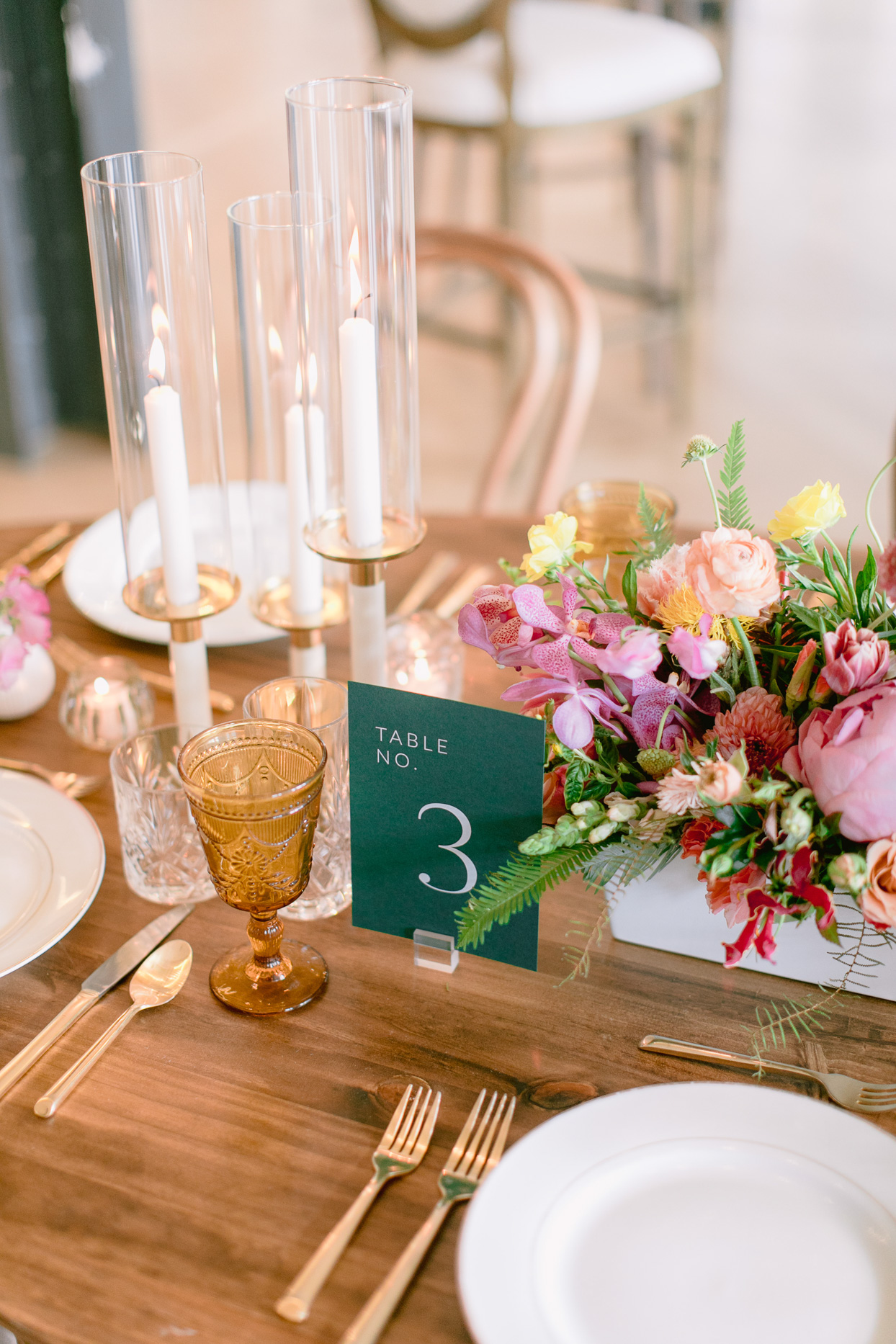 elegant floral and candle table decor