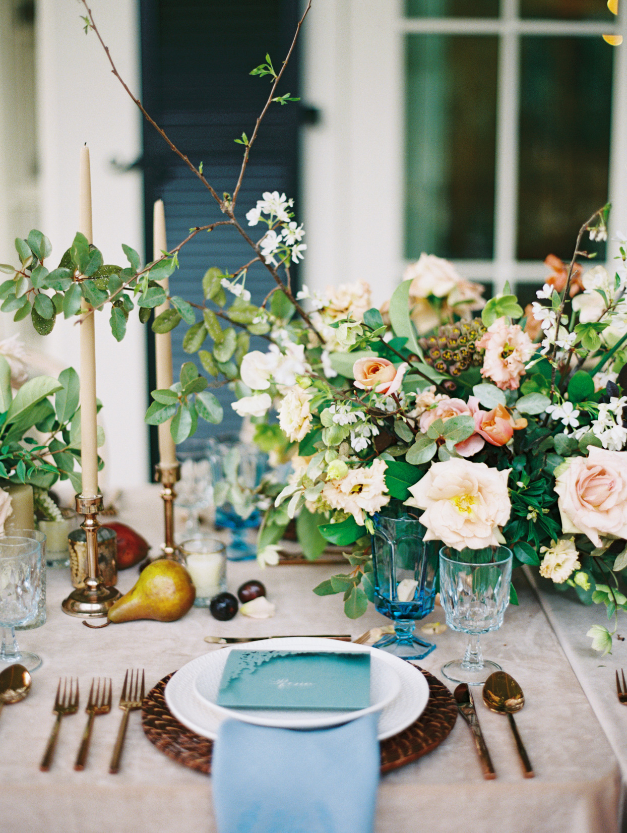 elegant rustic table setting with fruit and floral decor