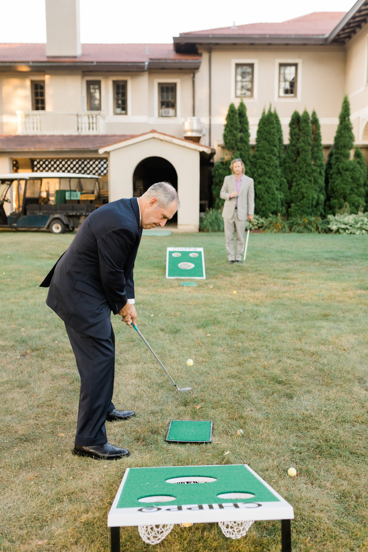 guest playing lawn games at wedding reception