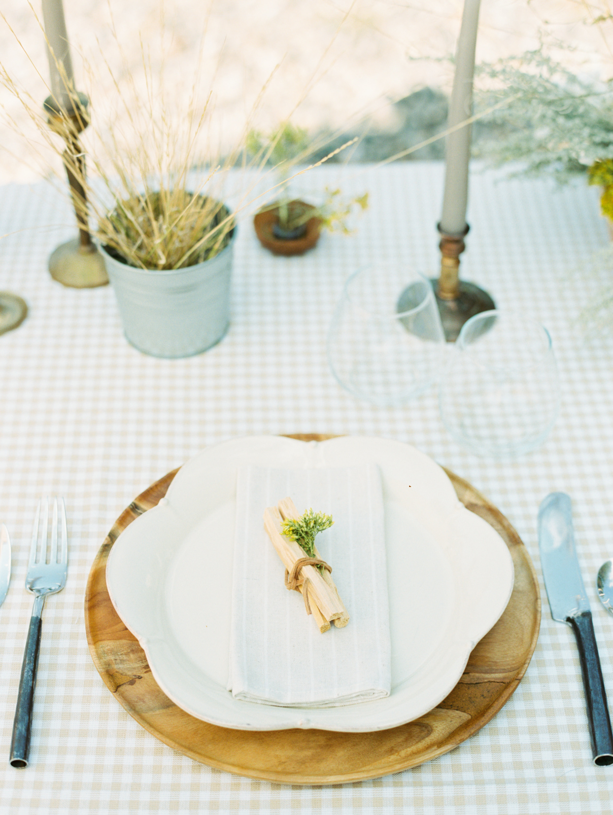 elegant rustic wedding place setting with plaid table cloth