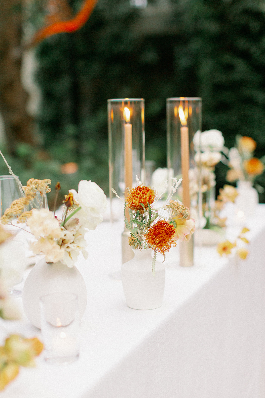 minimalist floral and candle table details
