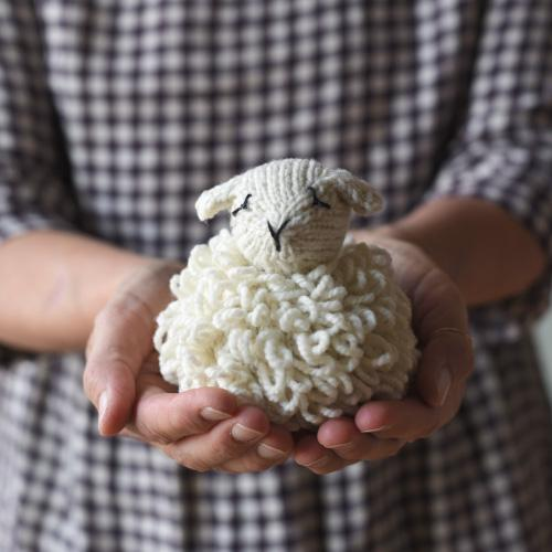 Knit sheep toy