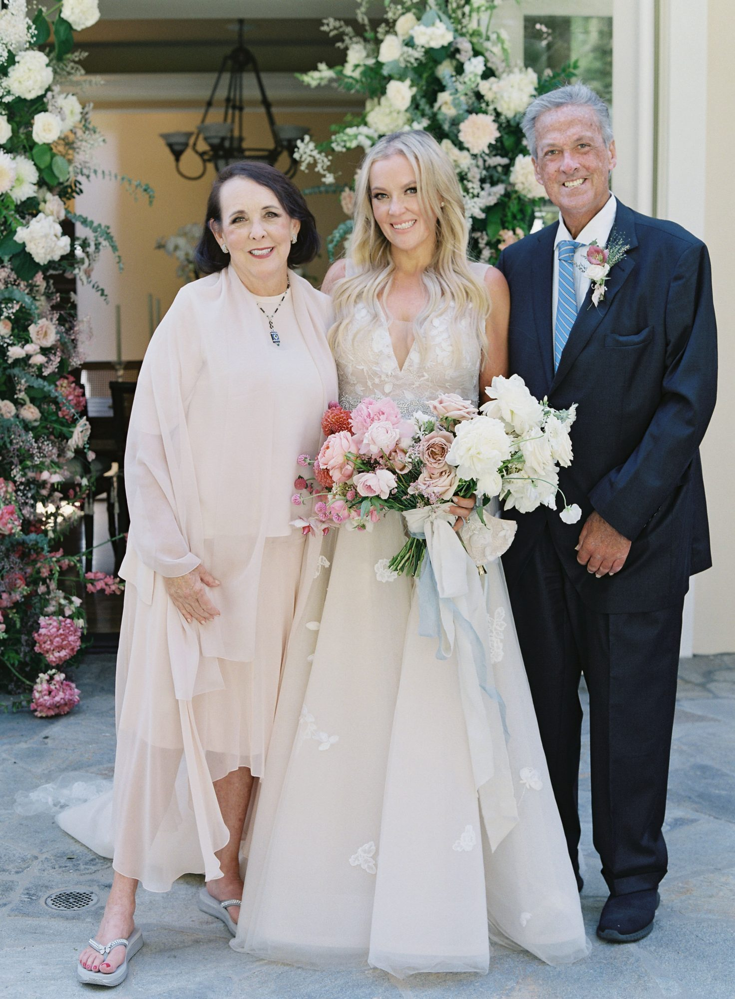 bride posing with parents