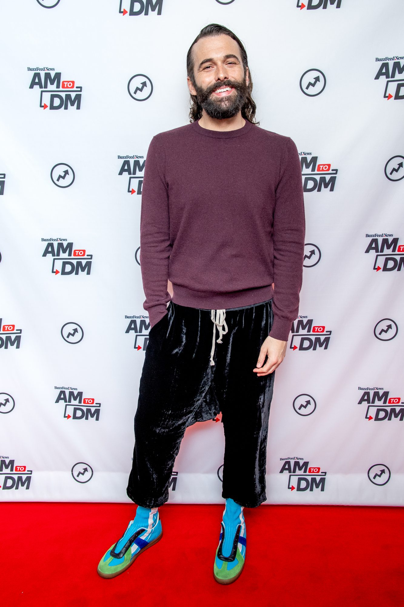 "Jonathan Van Ness Red Carpet for Buzzfeed的""AM至DM"""