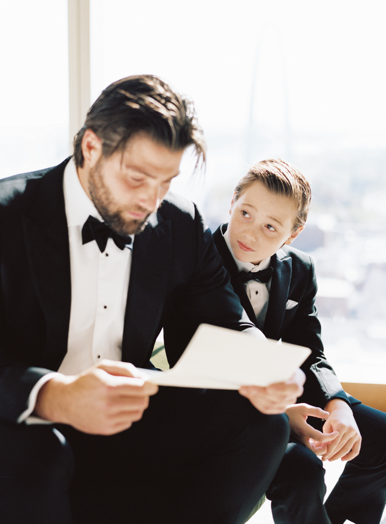 groom and son reading wedding note