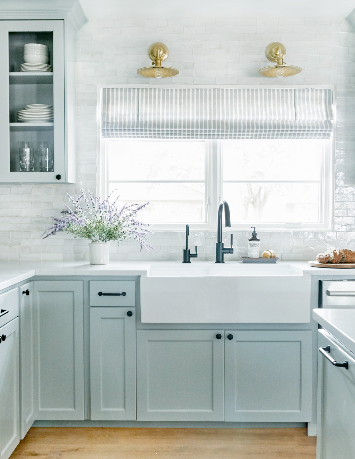 sparkling clean kitchen in blue and white