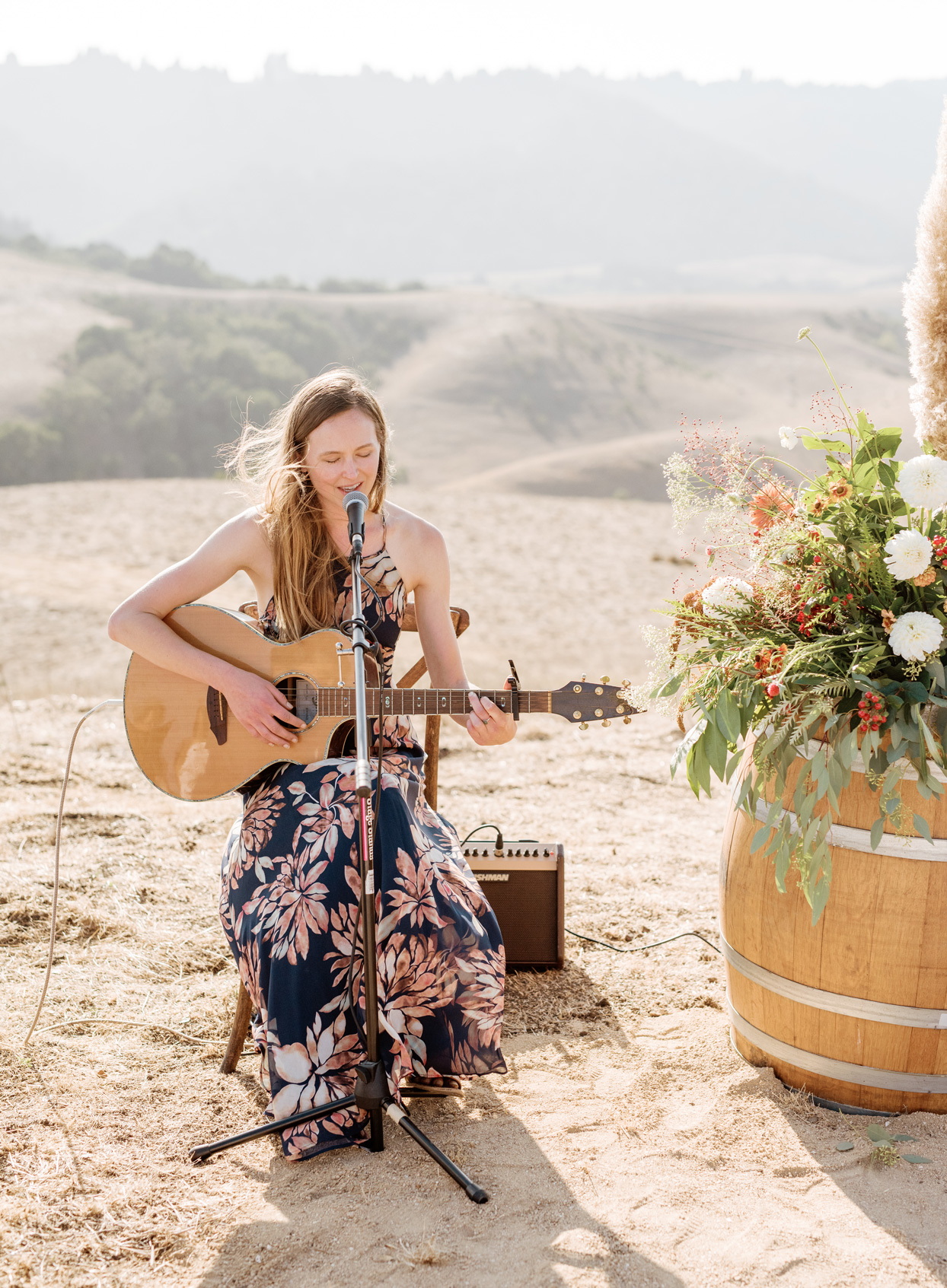 wedding singer with her guitar and microphone