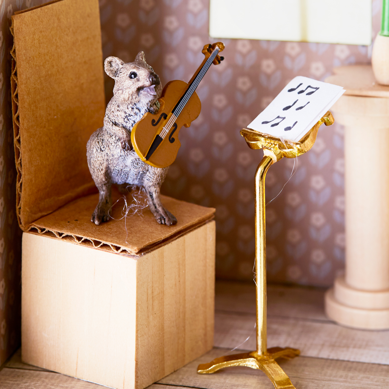 mouse playing the violin