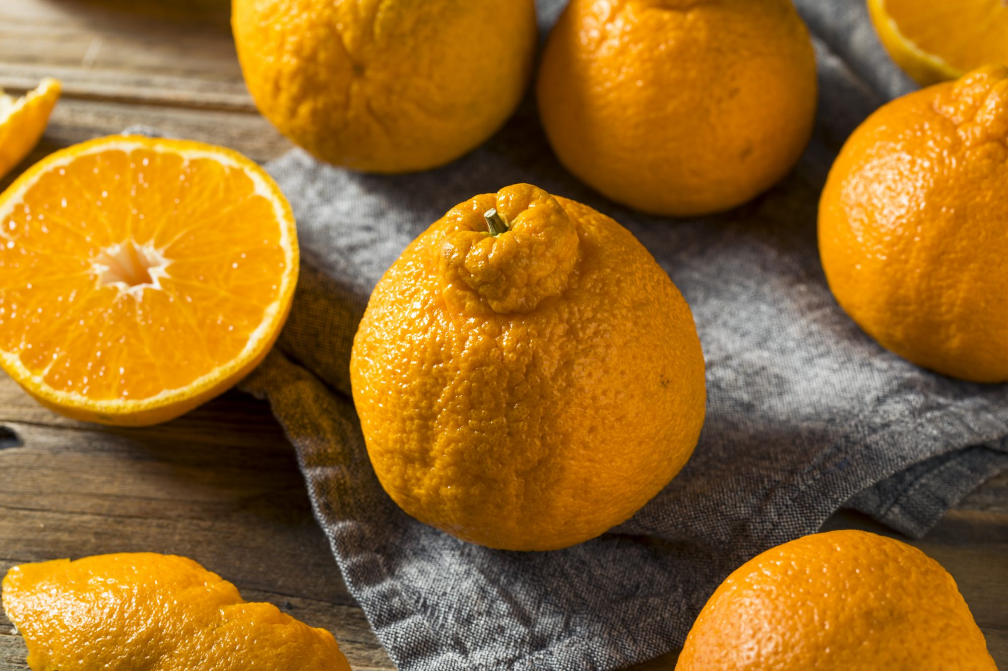 grouping of sumo oranges on table