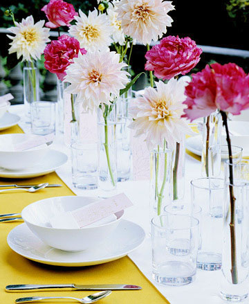 outdoor table setting centerpieces