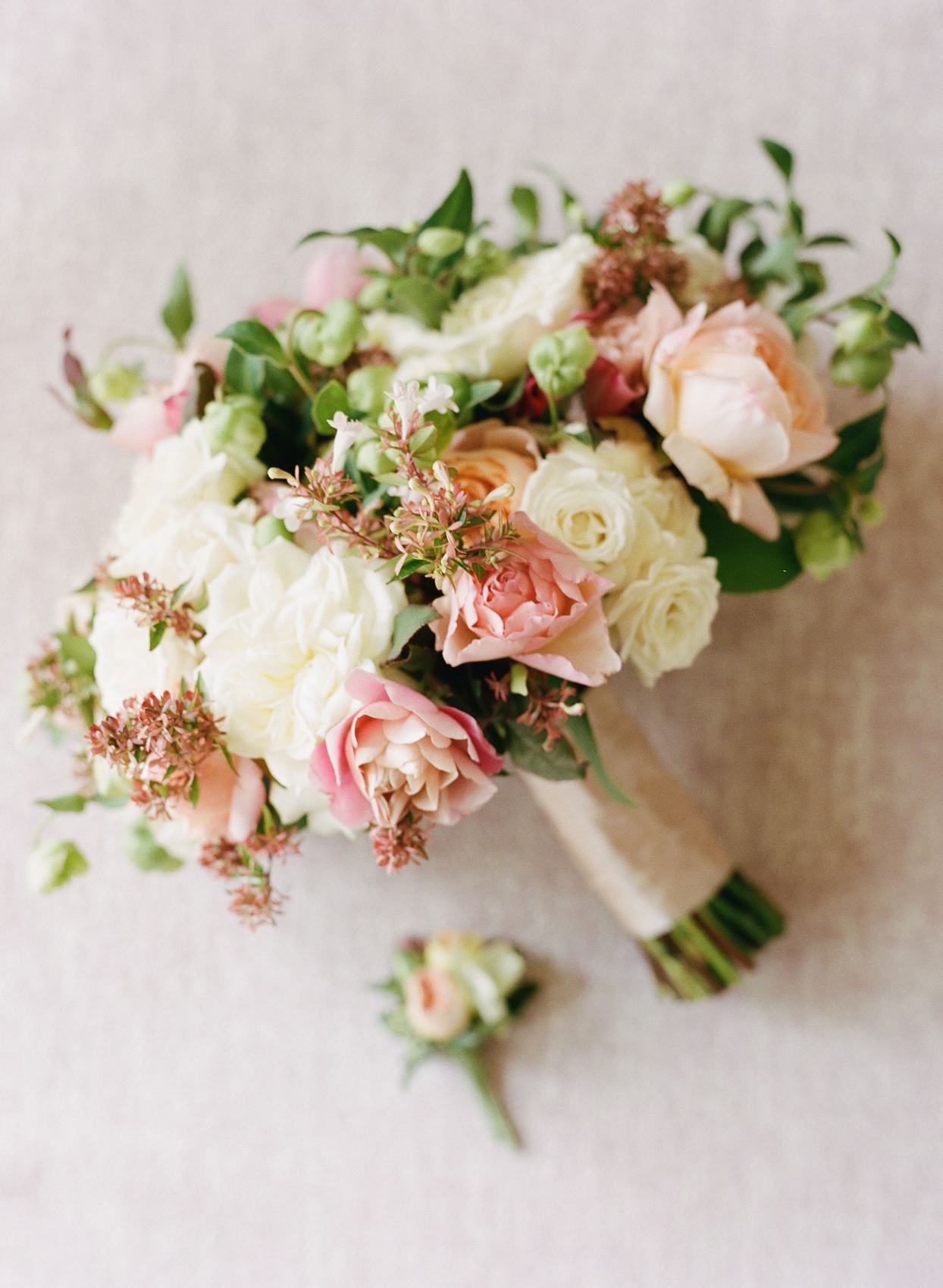 bride's bouquet with white and pink flowers