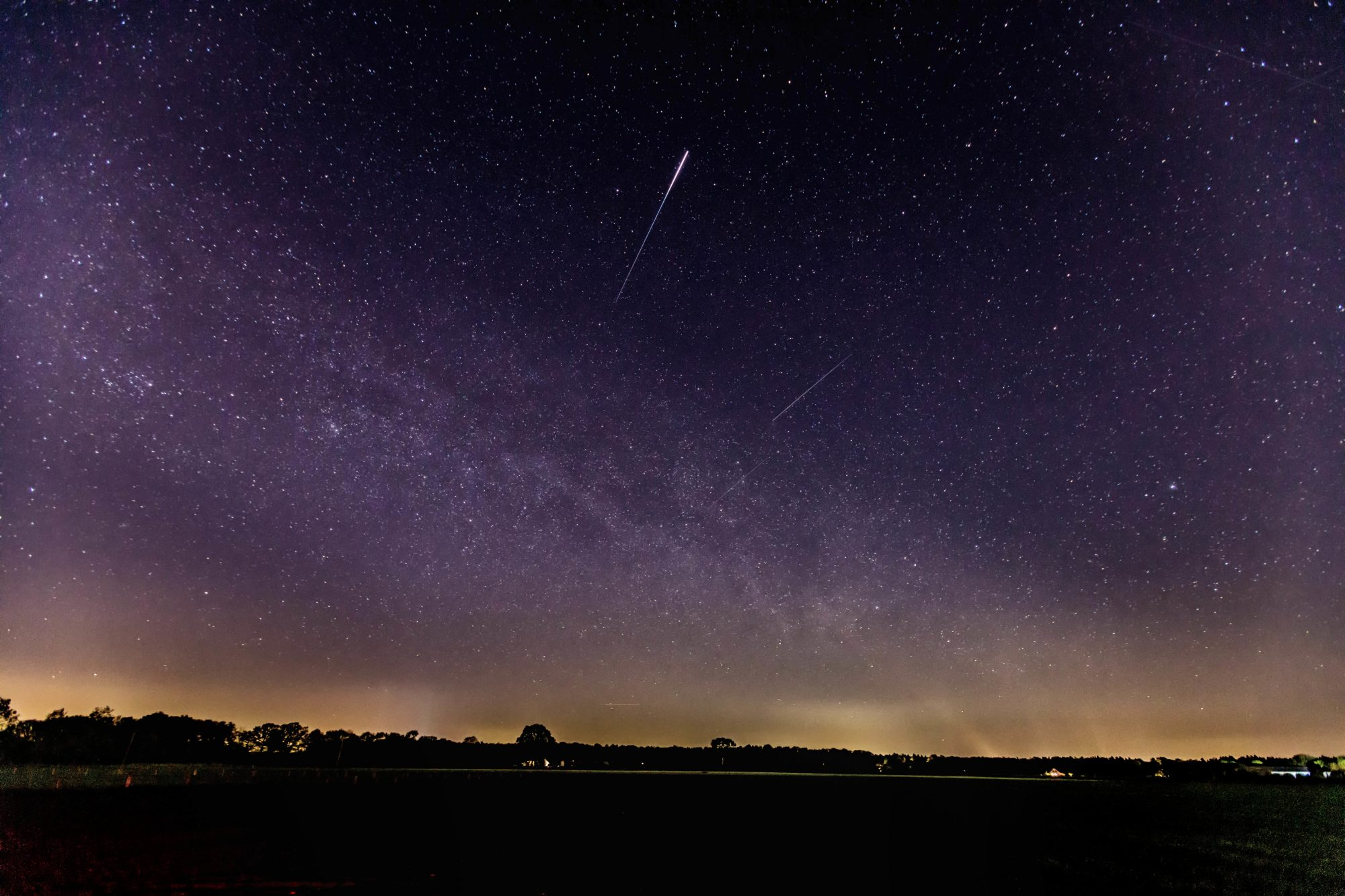 long exposure night image of lyrid meteor