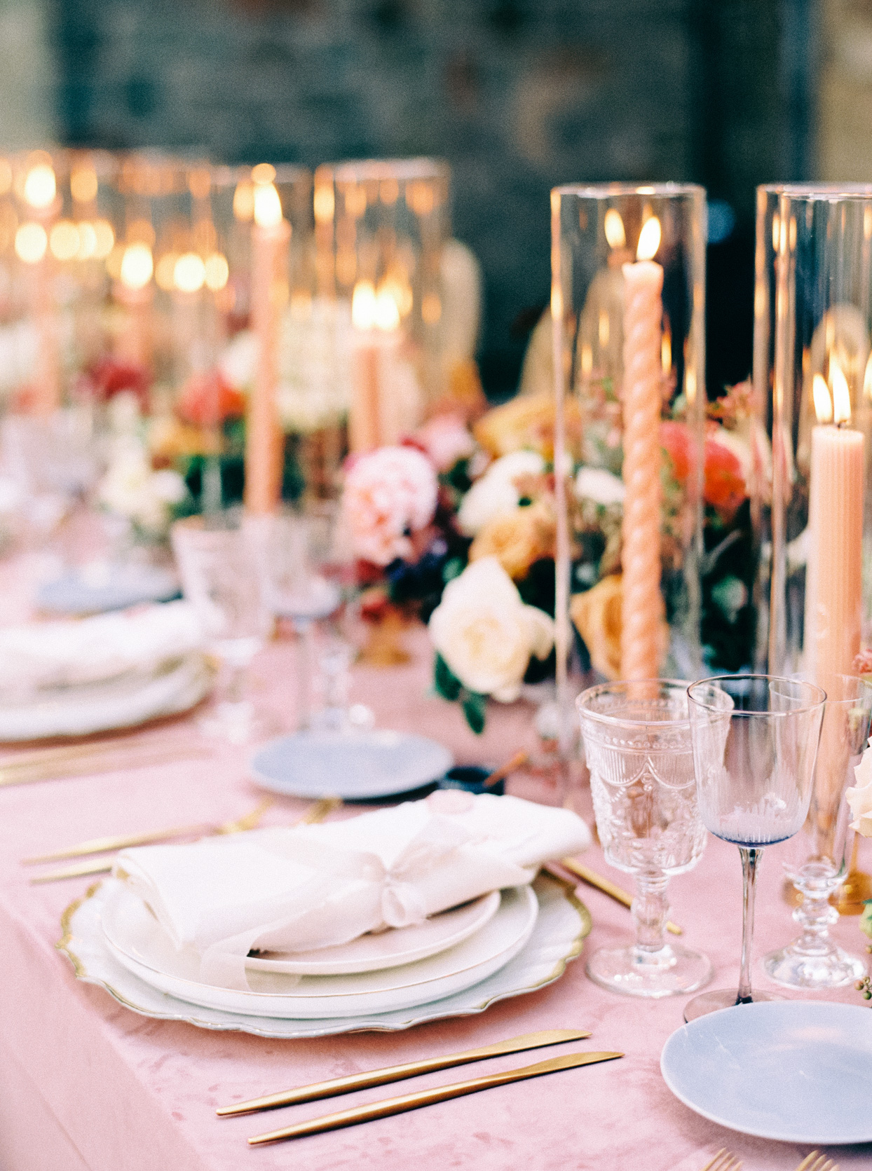 gold, pink, and white wedding place settings
