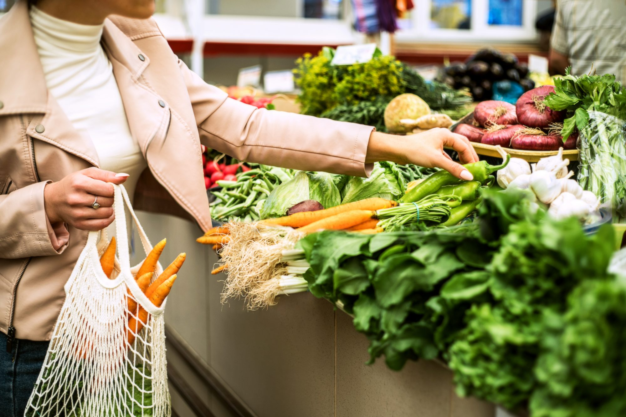 sustainable grocery shopping with reusable bag