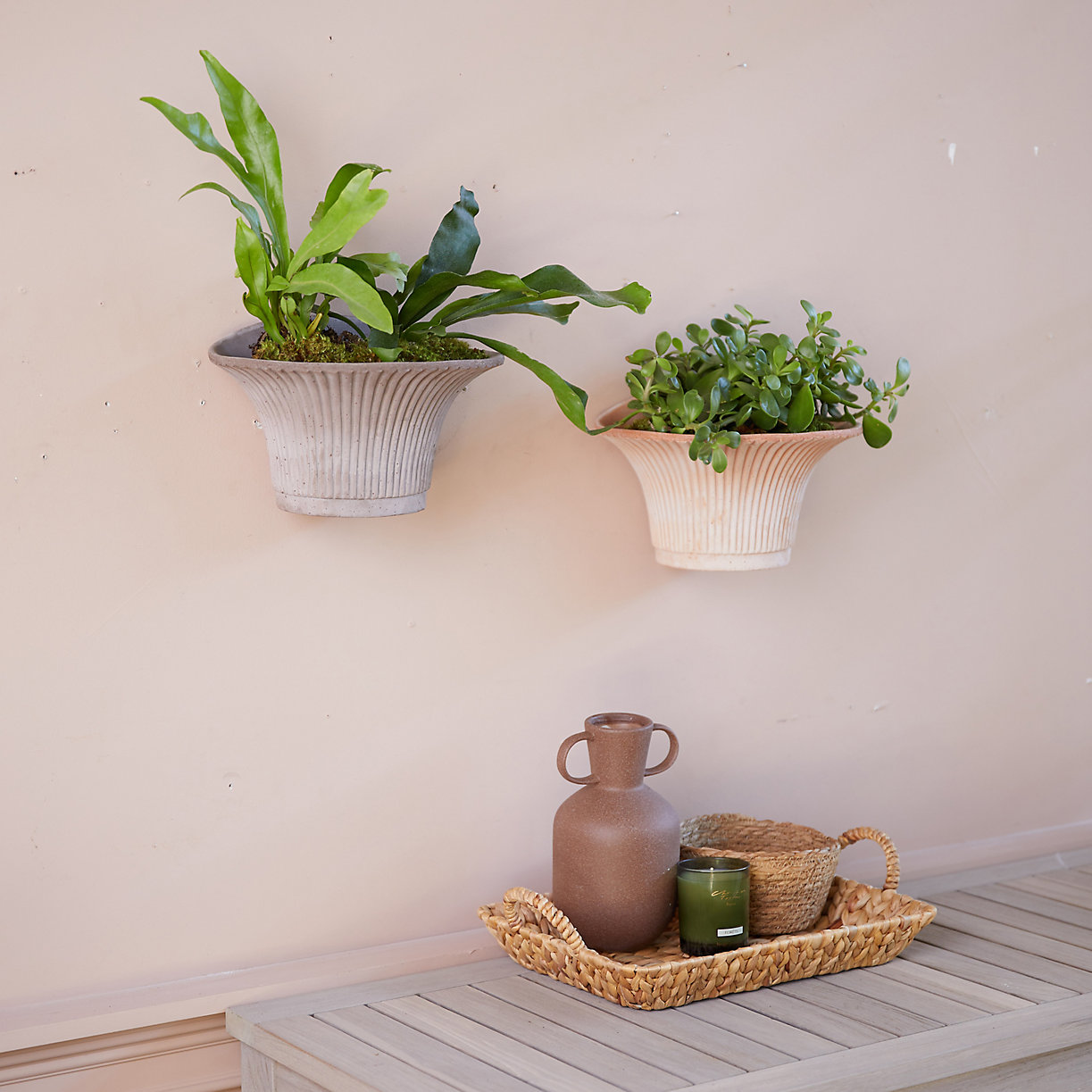 Bergs Fluted Hanging Wall Pot