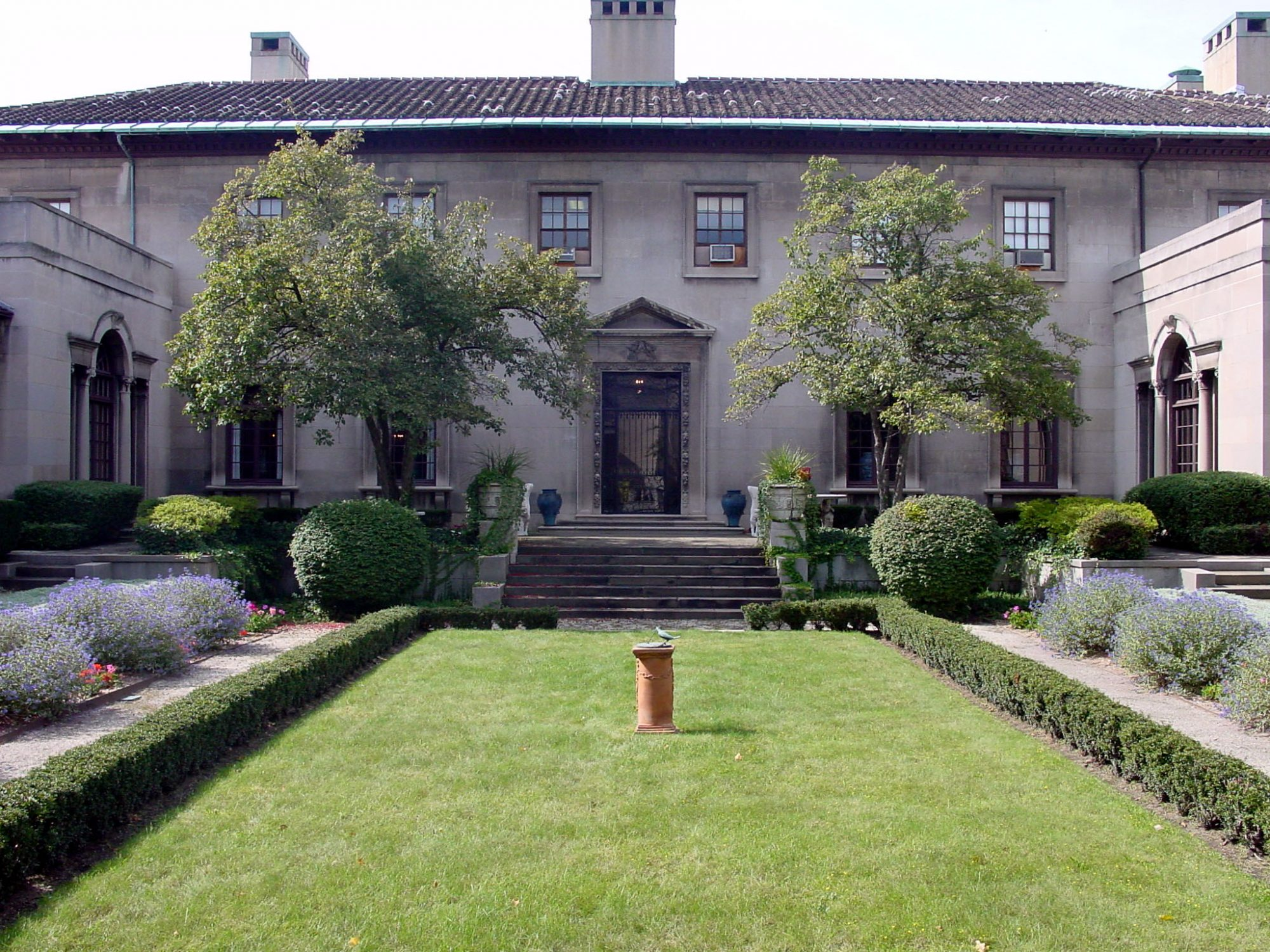 These two mansions are part of the Cleveland History Center and are works of art. Artifacts from the early 1900s, when the homes were built, give visitors a glimpse into the past.