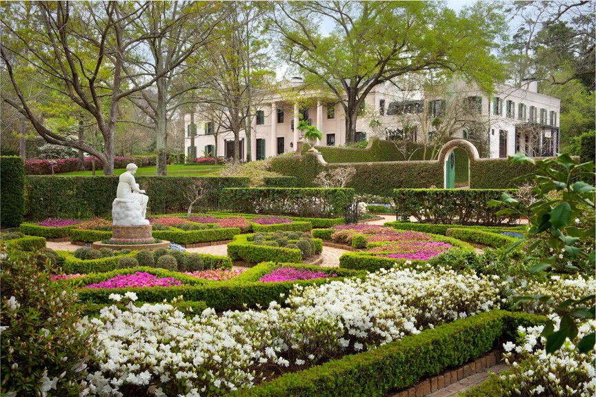garden view of bayou bend collection mansion