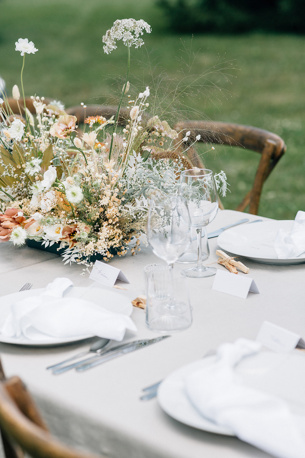 outdoor wedding place settings