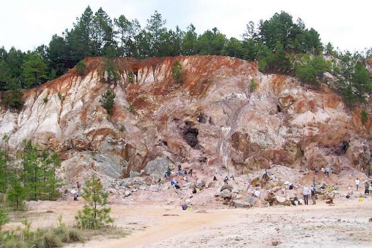 digging for gems at graves mountain georgia