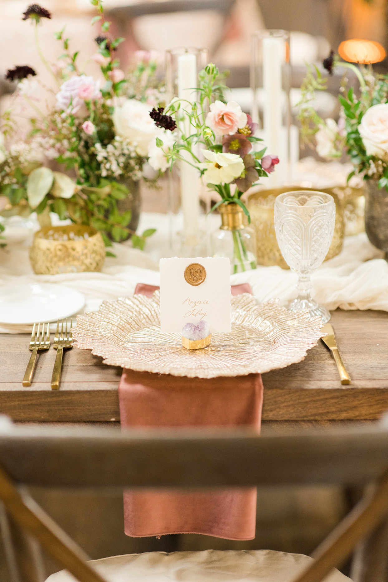 gold romantic place settings for wedding reception