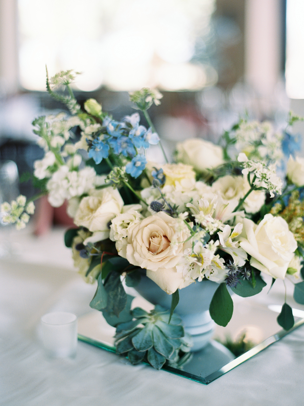 white and blue floral wedding centerpieces