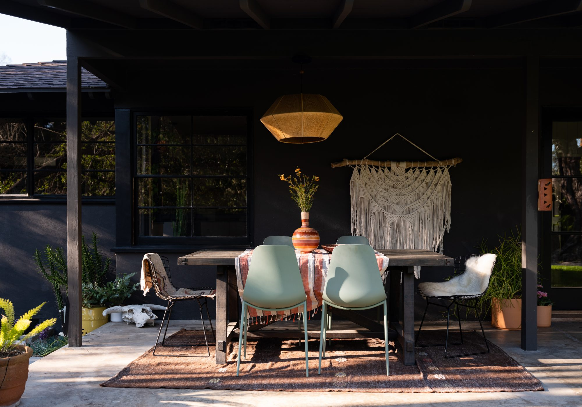 modern outdoor porch dinging area
