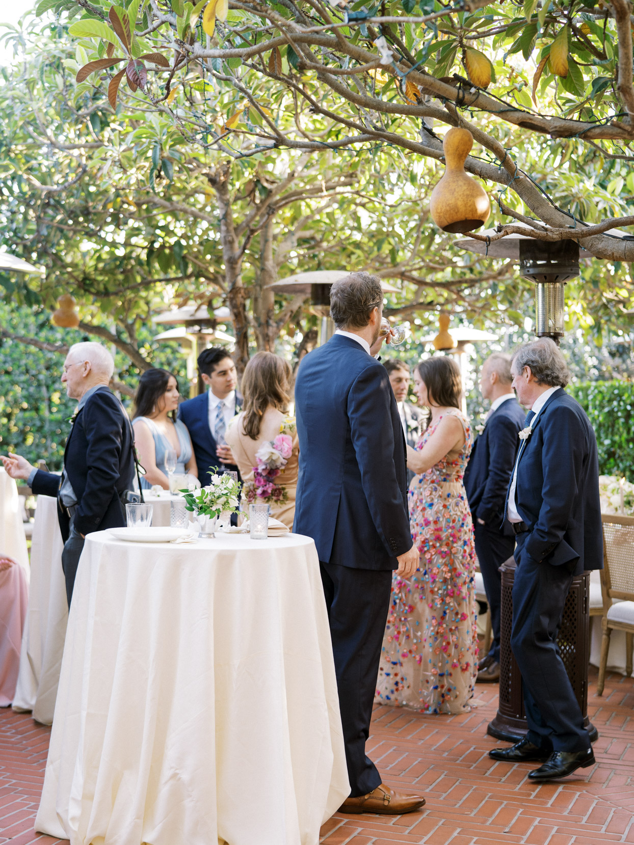 wedding guests outside during cocktail hour