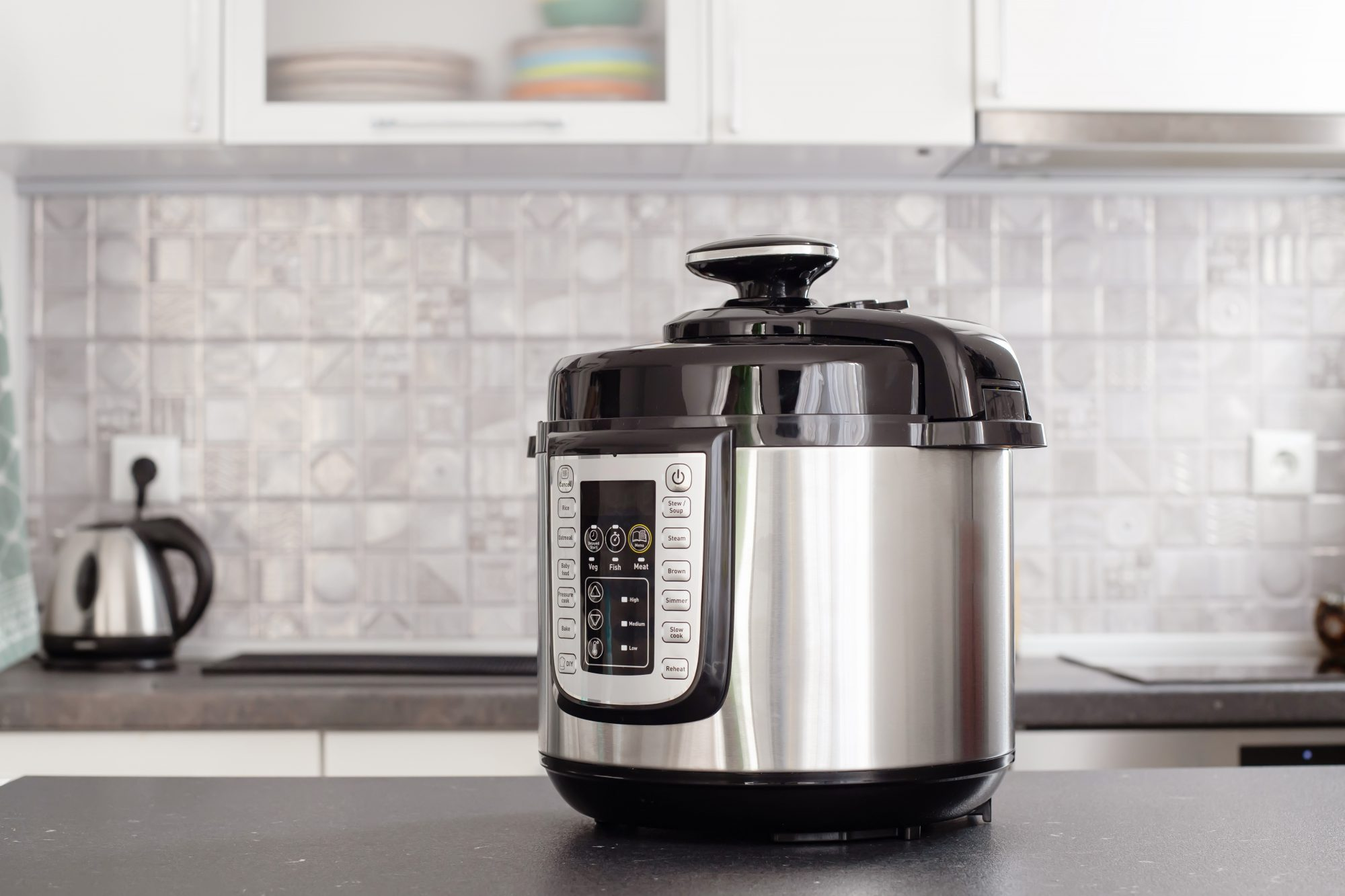 instant pot cooker on kitchen counter