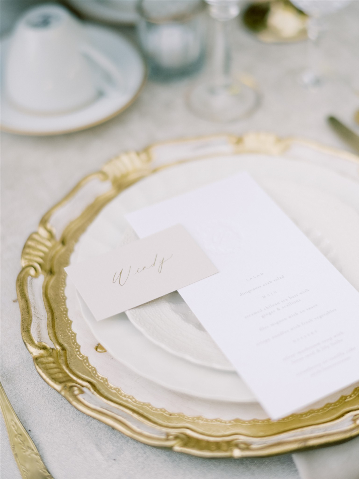 white and gold accent wedding reception place settings