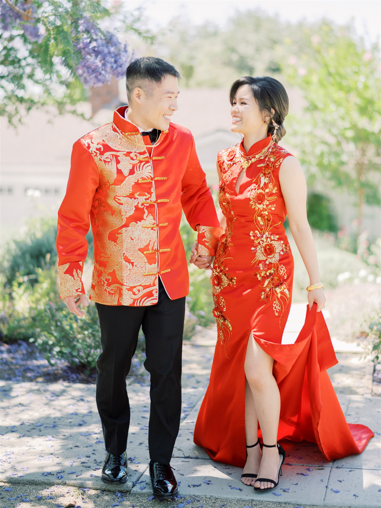bride and groom wearing traditional Chinese Tea ceremony attire