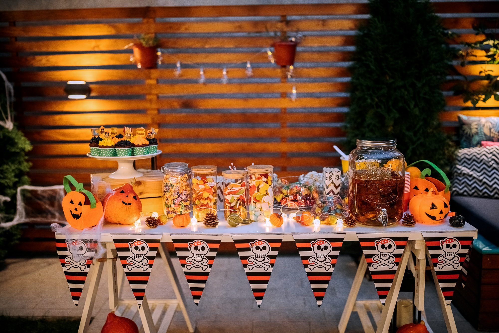 outdoor halloween party table set up
