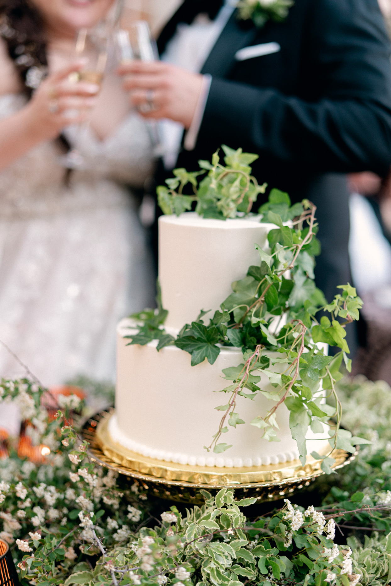 two-tiered wedding cake ivy