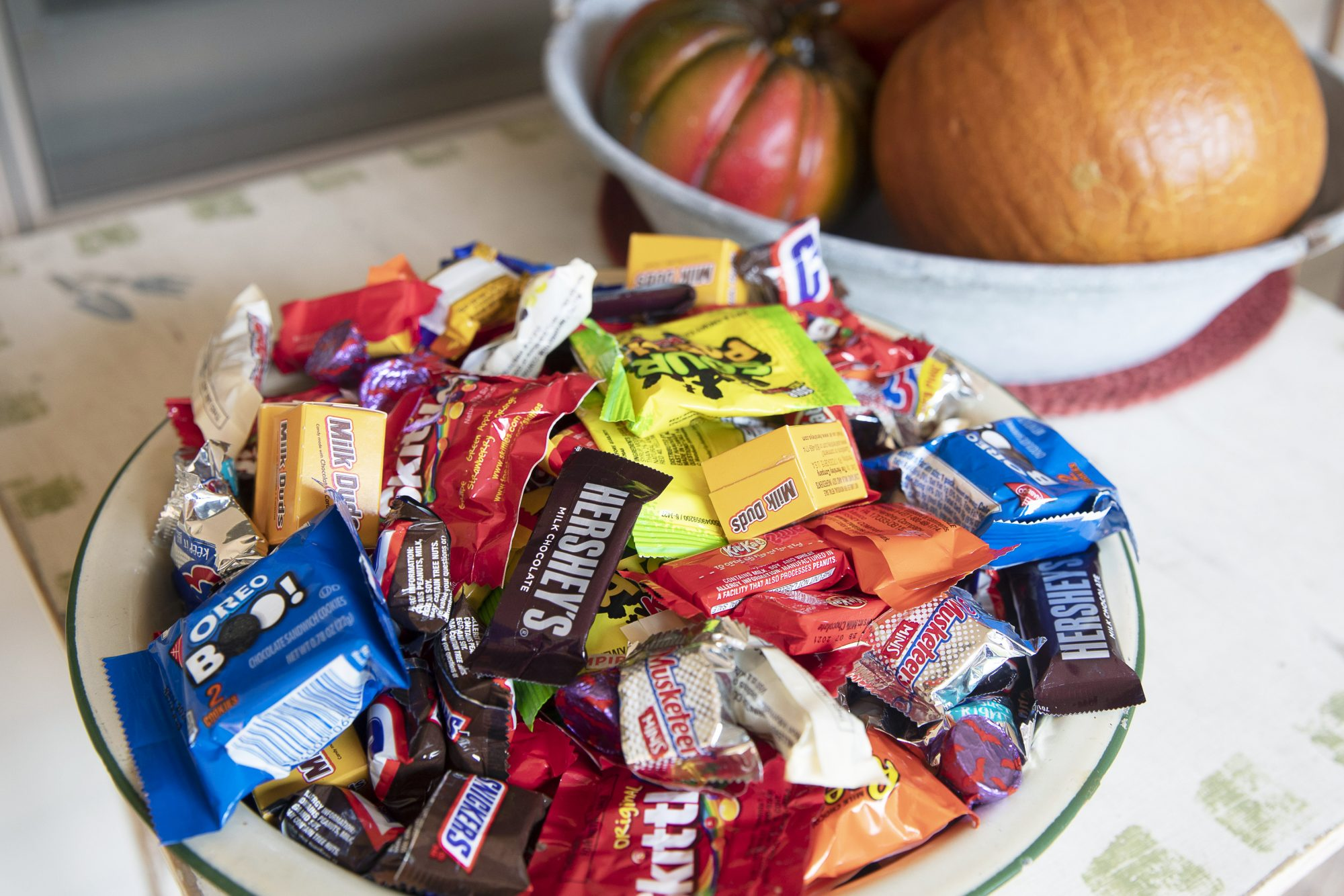 halloween candy in bowl outside on front stoop