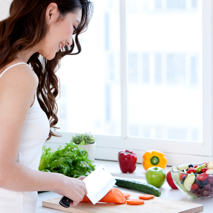 woman-chopping-vegetables