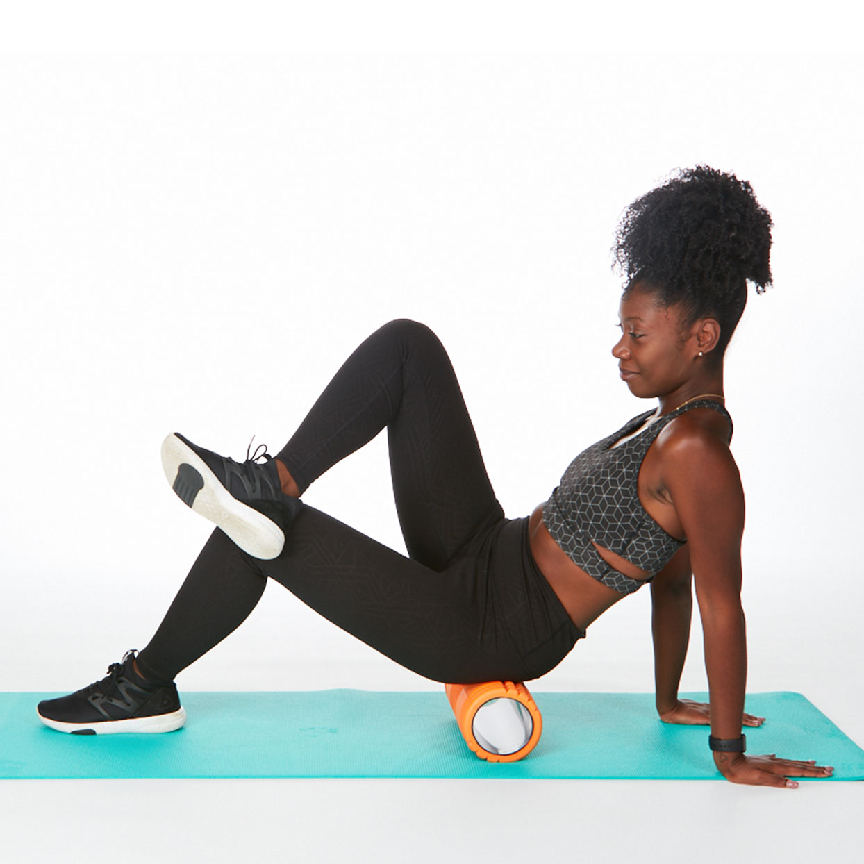 IT band stretches foam roller