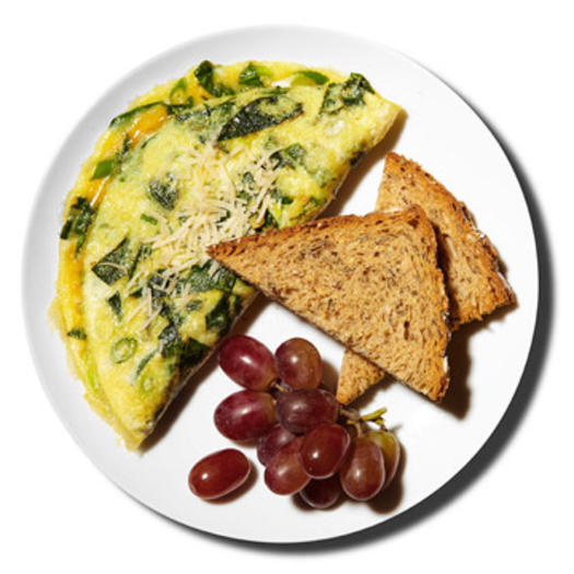Spinach omelet with toast and grapes