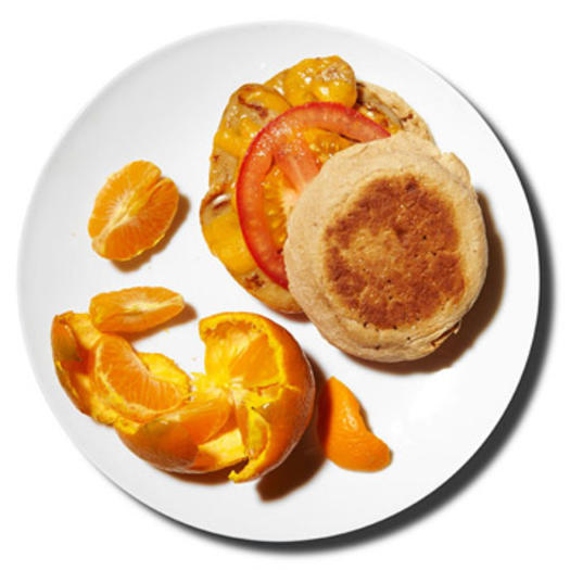 Chicken sausage breakfast sandwich with a clementine