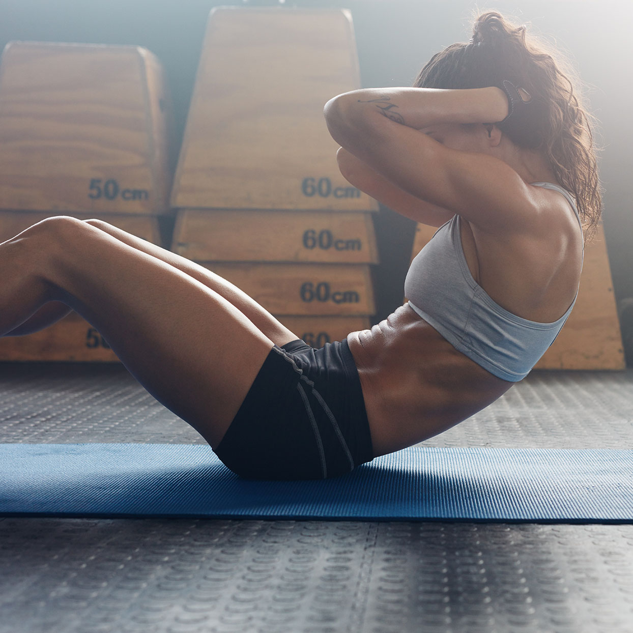 A woman does sit-ups to improve her core and abs