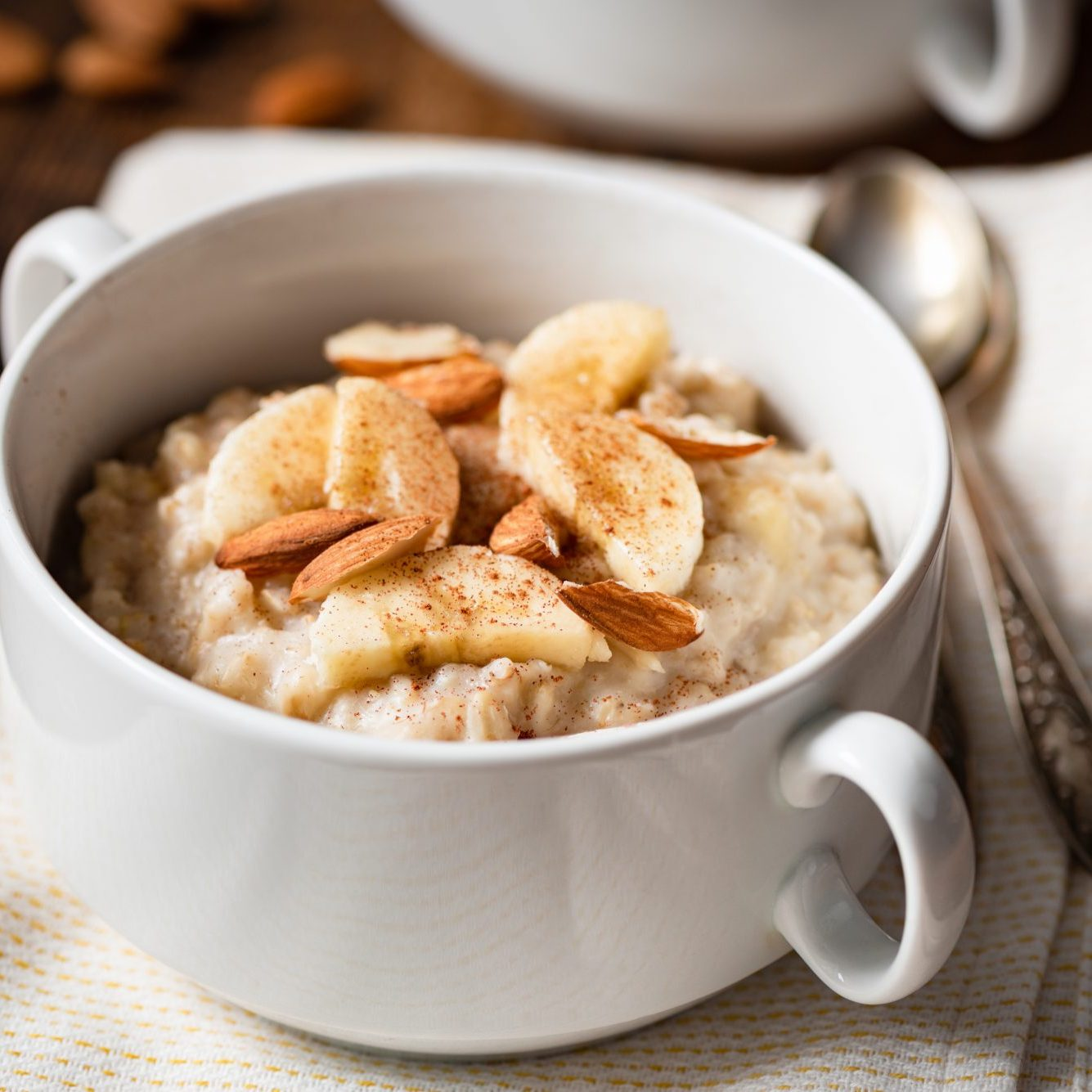 high protein Oatmeal porridge with banana, cinnamon and almonds