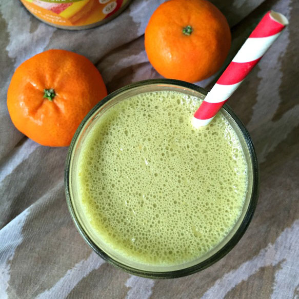 Orange_Matcha_Smoothie_In_Glass_With_A_Straw