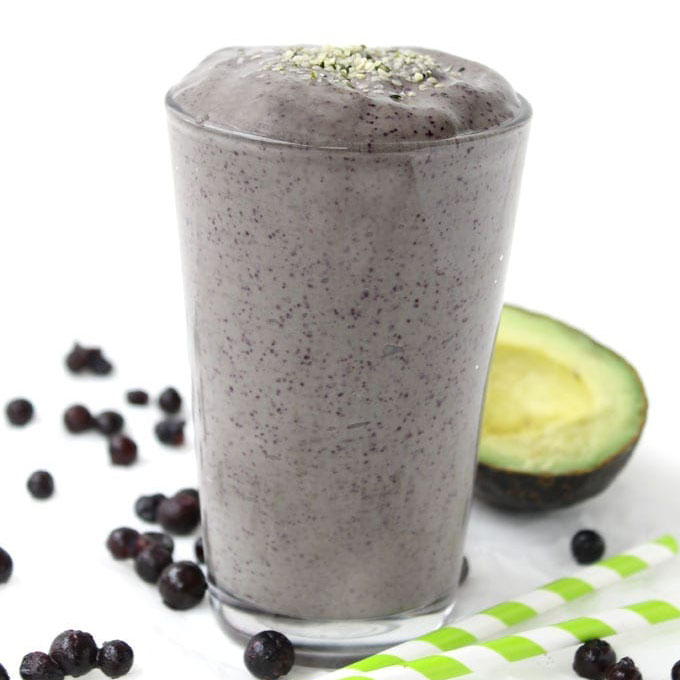 Blueberry_Superfood_Smoothie_With_Spinach_and_Avocado