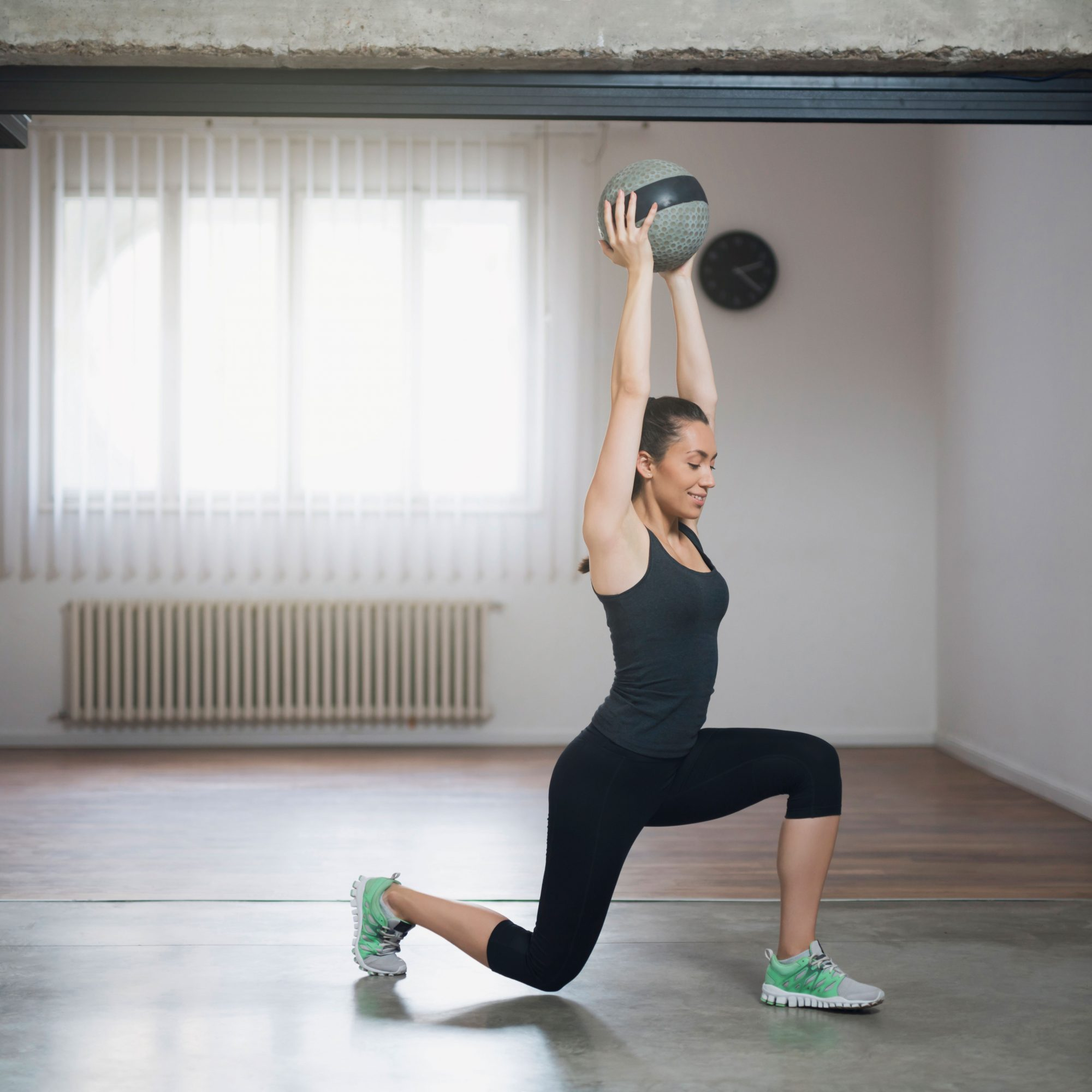 Woman_Doing_A_Lunge_With_An_Overhead_Press