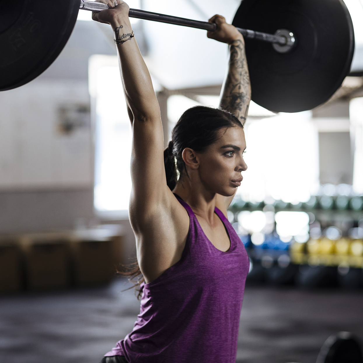 CrossFit athlete doing thrusters in Fran workout