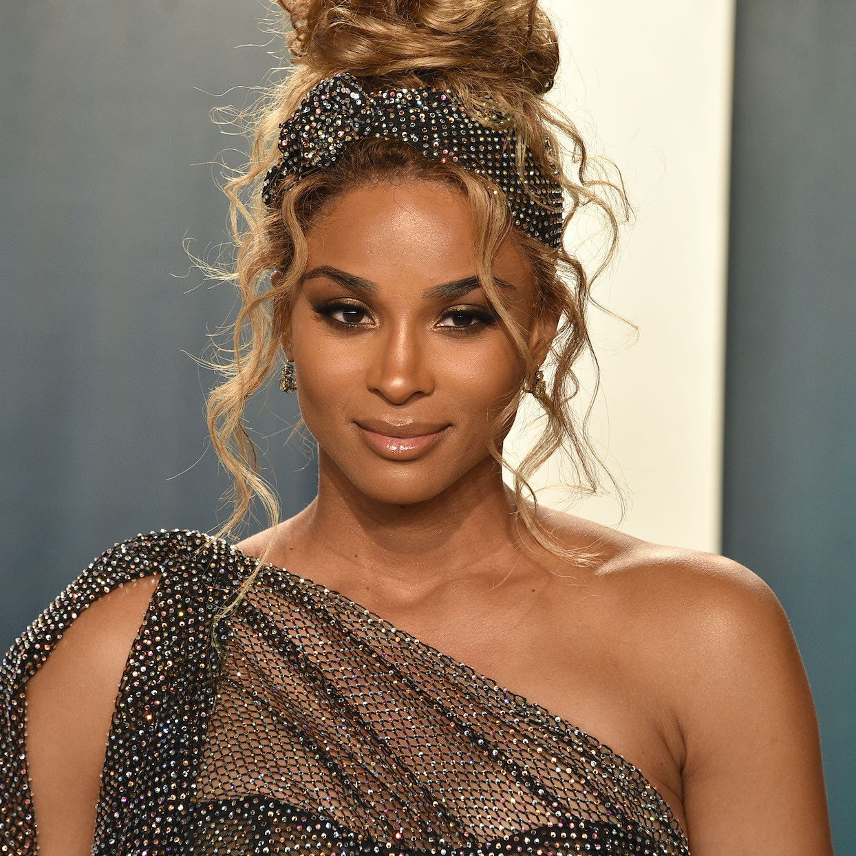 Ciara attends the 2020 Vanity Fair Oscar Party at Wallis Annenberg Center for the Performing Arts on February 09, 2020 in Beverly Hills, California